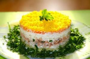 """Как приготовить салат """"Мимоза"""" с сыром"""