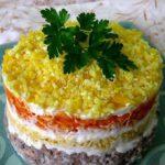 """Салат """"Мимоза"""" с консервированной кукурузой"""