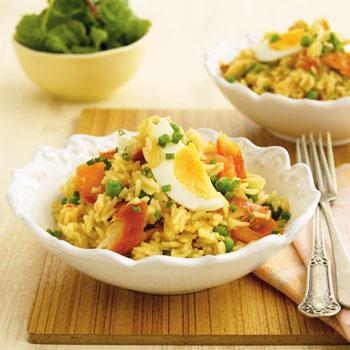 Салат пикантный с копченой рыбой – кулинарный рецепт
