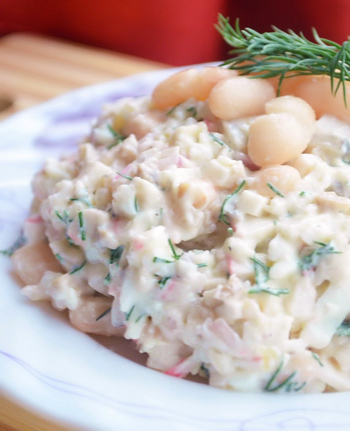 Салат из белой консервированной фасоли с крабовыми палочками