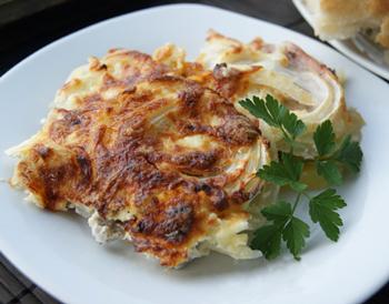 Мясо по-французски с шампиньонами и картофелем