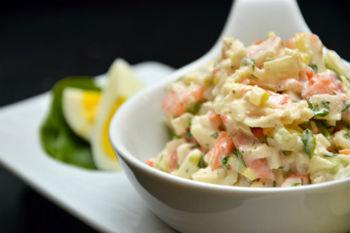 Рецепт салата из свежей капусты и крабовых палочек