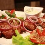 Азербайджанский шашлык с соусом