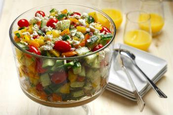 Как приготовить греческий салат из овощей и адыгейского сыра