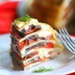 Холодная закуска Блинный торт с помидорами