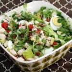 Голливудский салат с курицей и беконом