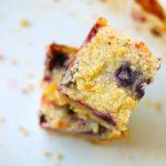 Бисквитный пирог с брусникой в мультиварке