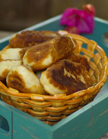 Пирожки на кефире жареные с клубникой #6