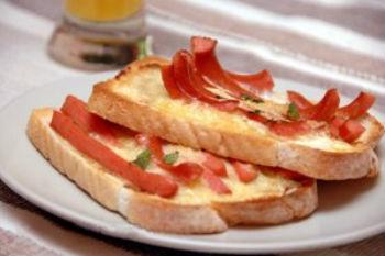 Горячие бутерброды с сосиской