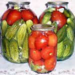 Ассорти помидоры и огурцы с лимонной кислотой на зиму