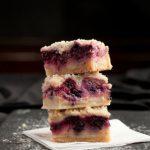 Пирог со свежими ягодами в мультиварке