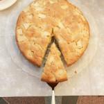 Пирог с яблоками на кефире в мультиварке
