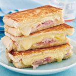 Бутерброды из ветчины с сыром