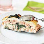 Пирог с лососем и шпинатом в мультиварке