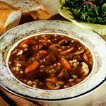 Грибной суп с мясом и перловкой