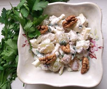 Вальдорфский салат с курицей