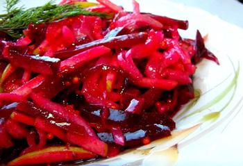 Простой рецепт салата из свеклы и яблок