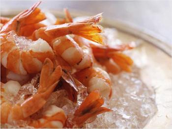рецепт салата цезарь с рыбой и креветками
