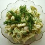 Салат из авокадо и пекинской капусты с оливками и зеленью