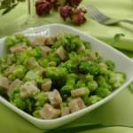 Салат из капусты брокколи с ветчиной