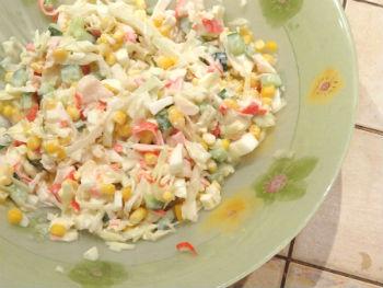 Как приготовить салат из крабовых палочек и свежей капусты