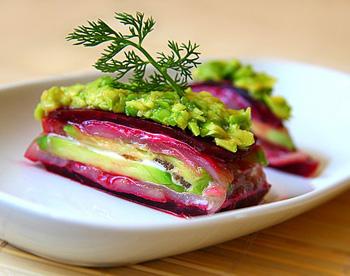 Салат с авокадо и селедкой