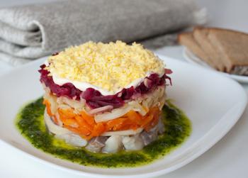 Рецепт селедки под шубой с маринованным огурцом