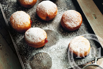 Польские пончики с вареньем – кулинарный рецепт
