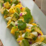 Салат с ананасами и авокадо