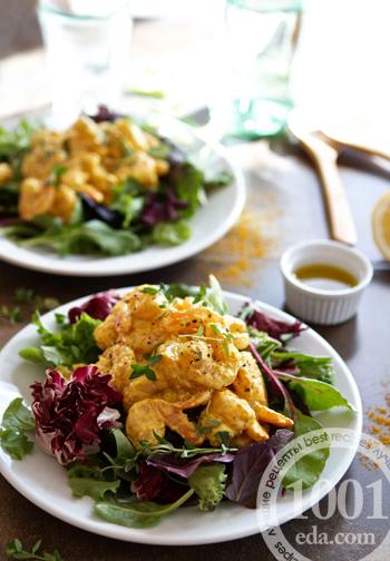 Теплый салат с креветками карри