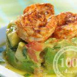 Салат с креветками, сухариками и кальмарами