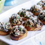 Салат с креветками и сыром с грибами