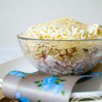 Салат Влюбленный с копченой курицей и ананасами: рецепт с пошаговым фото