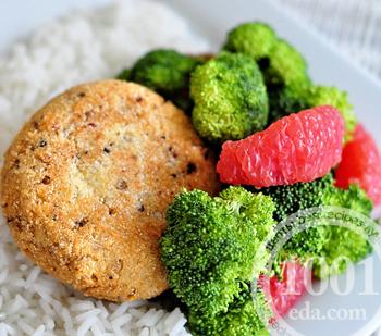 Рыбные котлеты из консервов с рисом