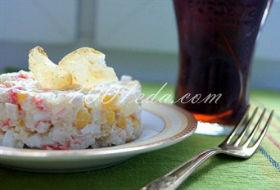 Крабовый салат с консервированными ананасами: рецепт с пошаговым фото