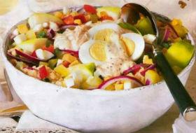 Овощной салат с яблоками к Пасхе