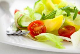Пасхальный салат из свежих овощей