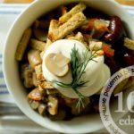 Вкусный салат с консервированной фасолью, грибами и сухариками: рецепт с пошаговым фото