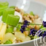Салат с ананасами и луком порей