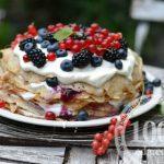 Блинный торт с лесными ягодами