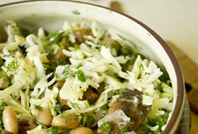 Салат из белокочанной капусты и белой фасоли