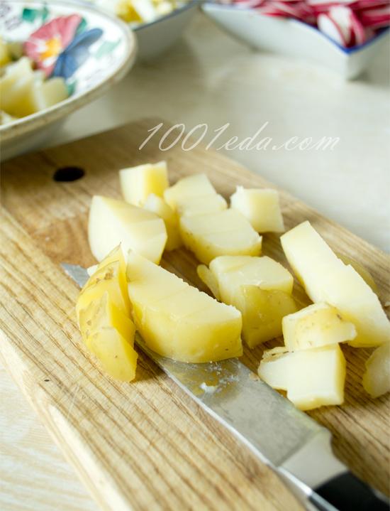 Салат с маринованной сельдью и редисом – кулинарный рецепт