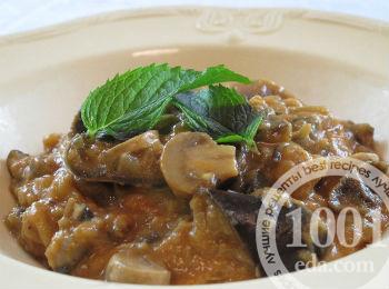 Овощное рагу с грибами и помидорами в горшочках