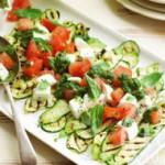 Горячий салат с кабачками и брынзой