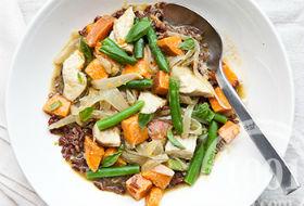 Лобио из стручковой фасоли с курицей и морковью