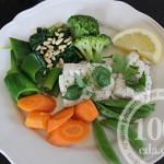 Щука с овощами на пару в мультиварке