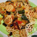 Макароны с грибами и овощами в мультиварке