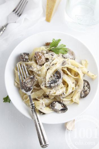 Рецепт макаронов с говядиной и грибами в сливочном соусе
