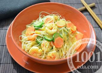 Макароны по-китайски с овощами с яйцом