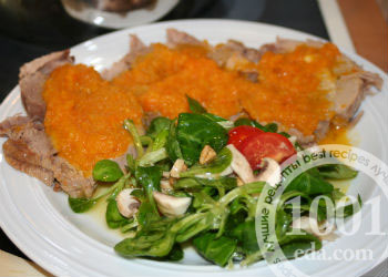Отбивные из индейки с морковью в духовке